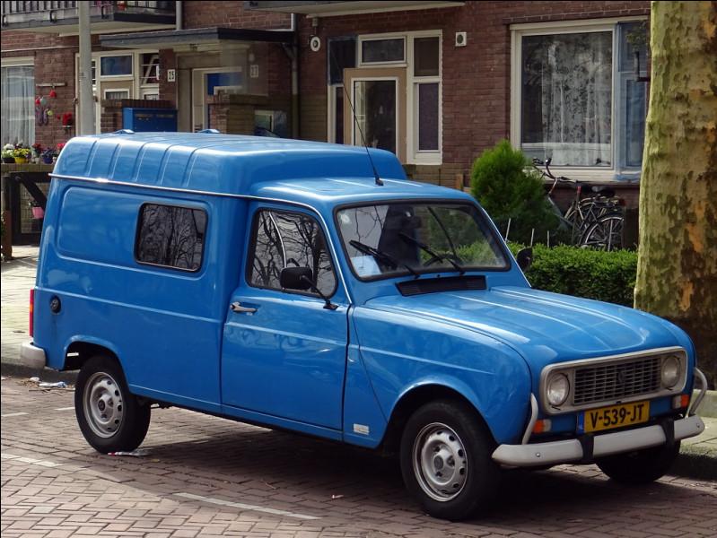 Est-ce la Renault fourgonnette R4F6 de 1108 cm3 ?