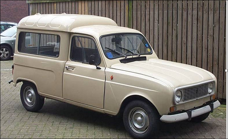 Est-ce la Renault Break R4F4 de 845 cm3 avec 4 places obtenue grâce à une banquette arrière rabattable ?