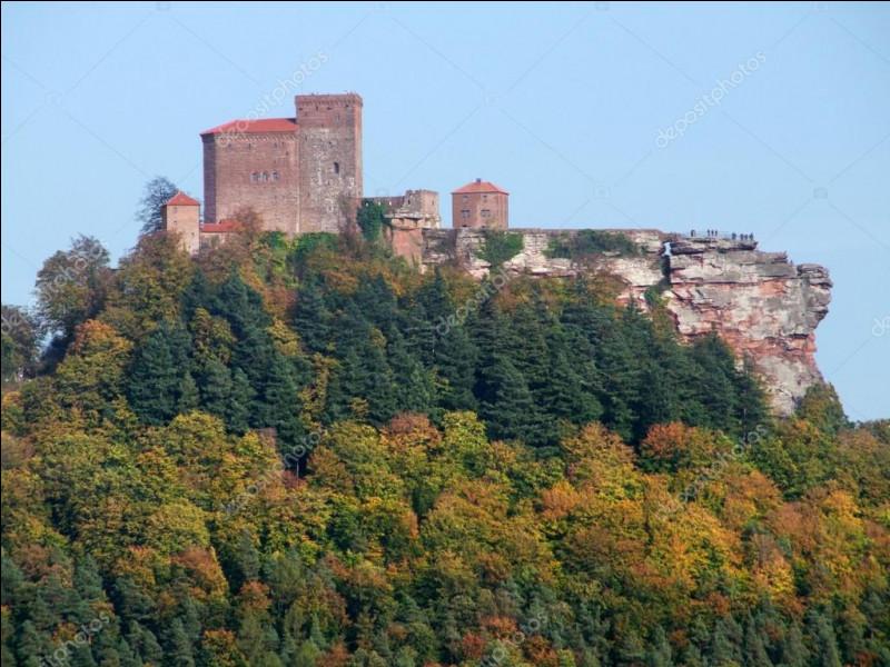 C'est en Allemagne, au coeur du Palatinat, que vous verrez ce château perché sur son piton rocheux :