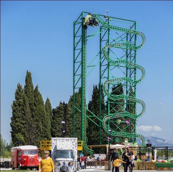 """Quel accident s'est-il passé dans le roller-coaster vertical nommé """"Le nid des marsupilamis"""" ?"""