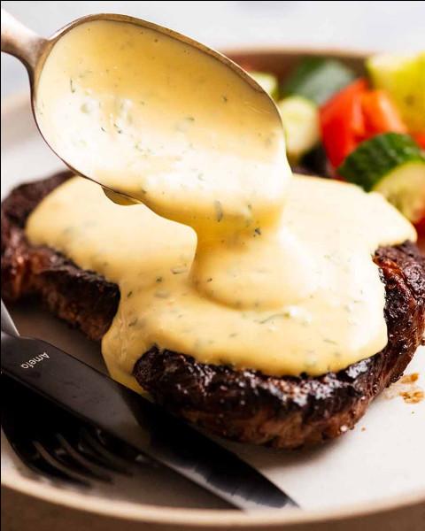 Gastronomie : Quelle herbe aromatique est un ingrédient indispensable de la sauce béarnaise ?