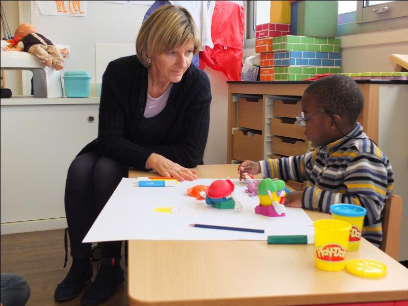 C'est un établissement qui permet de dépister, traiter et rééduquer les enfants présentant un handicap avant leur scolarité. Les professionnels présents s'occupent des jeunes enfants. (0 à 6 ans)