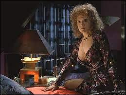 """Qui joue Lorraine Baines dans """"Retour vers le futur"""" ?"""