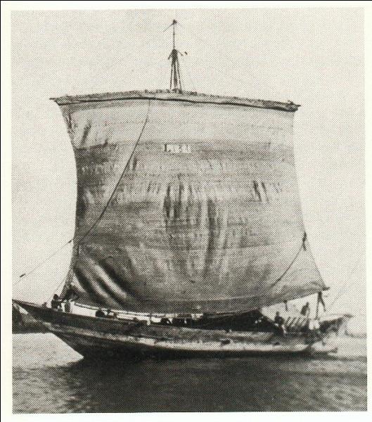 """Le """"Mtepe"""" fut un bateau de l'océan Indien durant près de deux millénaires avec une particularité : laquelle ?"""