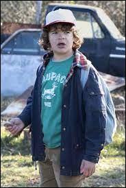 Quelle phrase Dustin dit-il quand les garçons trouvent Onze dans la forêt ?
