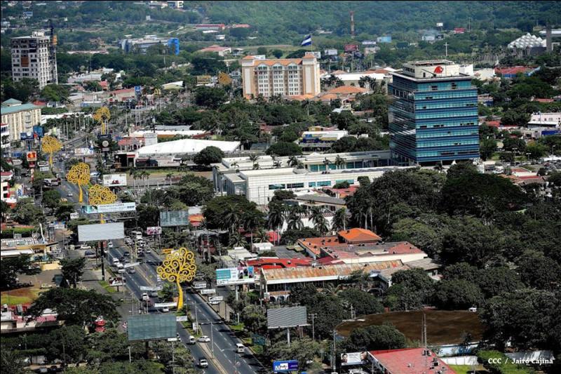 Managua, 1,3 million d'habitants, est une ville d'...