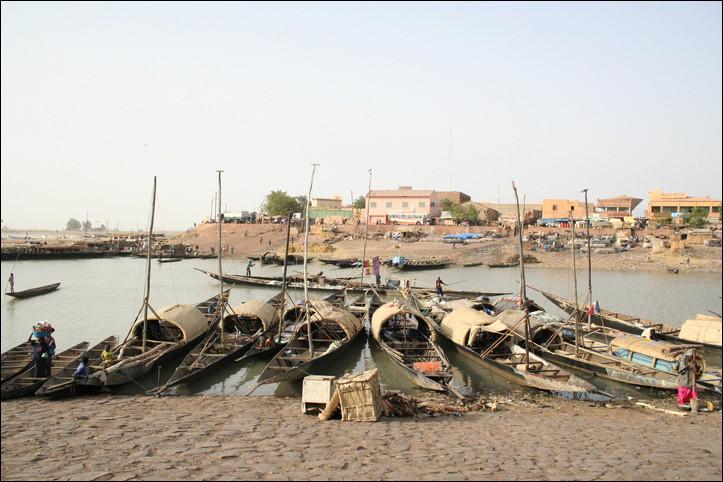 Mopti, 120 000 habitants, est une ville d'...