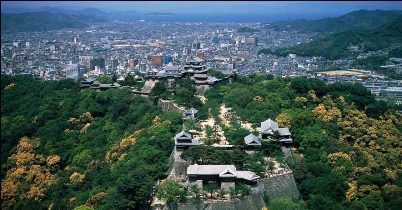 Matsuyama, 500 000 habitants, est une ville d'...