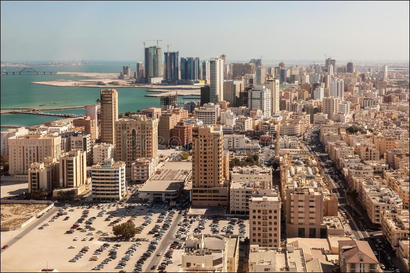 Manama, 150 000 habitants, est une ville d'...