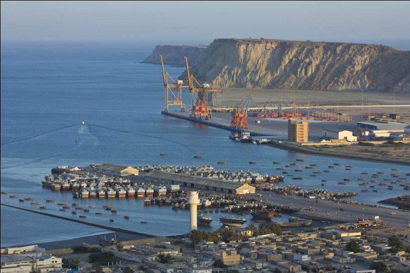 Gwadar, 100 000 habitants, est une ville d'...