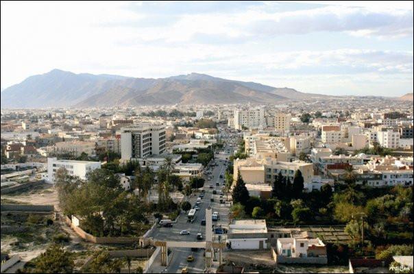 Gafsa, 100 000 habitants, est une ville d'...