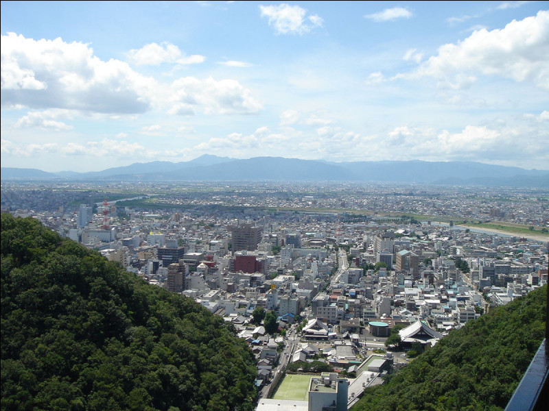 Gifu, 400 000 habitants, est une ville d'...
