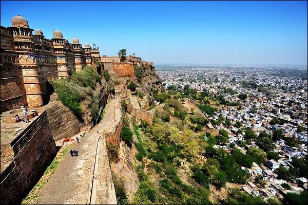 Gwalior, 1 million d'habitants, est une ville d'...