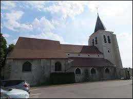 Nous terminons notre balade à Villeneuve-sous-Dammartin. Village francilien, il se trouve dans le département ...