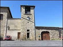 Notre balade commence en Auvergne-Rhône-Alpes, à Chaumont-le-Bourg. Commune de l'arrondissement d'Ambert, elle se situe dans le département ...
