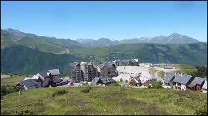 Je vous propose une balade en Occitanie, à Gouaux-et-Larboust. Petit village de l'arrondissement de Saint-Gaudens, où se trouve la station de ski de Peyragudes, il se situe dans le département ...