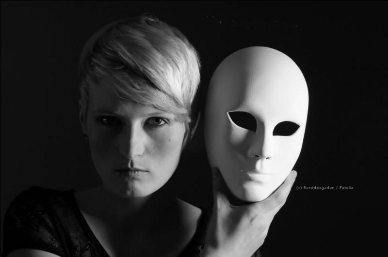 Comment peut-on définir la psychose et la névrose ?