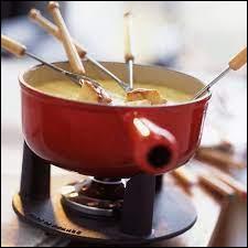 La fondue savoyarde est à base de fromage.