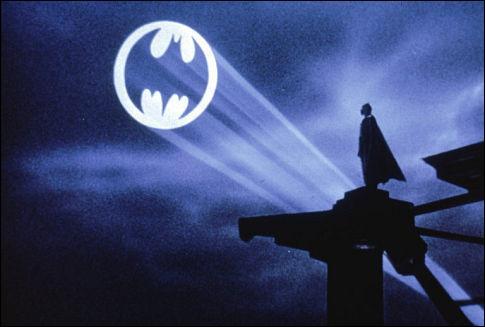 A la fin du film combien de personne connaissent l'identité de Batman ?