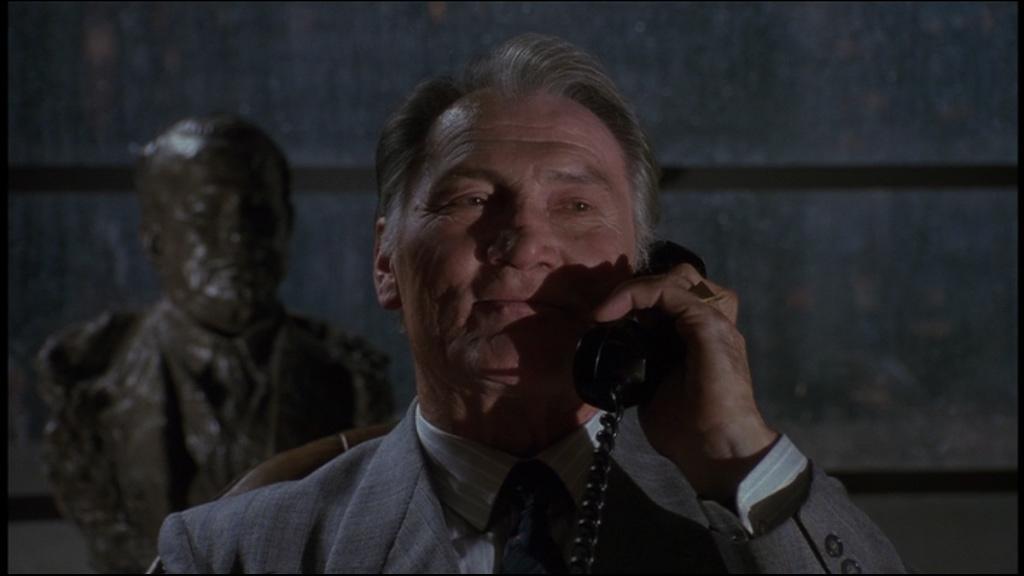 Le parrain de la pègre de Gotham se nomme :