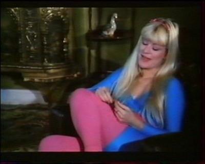 """J'ai joué dans le film """"L'émir préfère les blondes"""".Qui suis-je ?"""