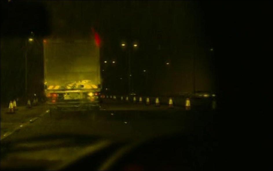 Alors que Beth dort, que voit Zack dans le camion le temps d'une seconde ?
