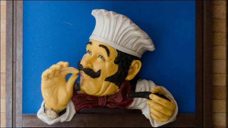 Le chef des cuisiniers est le maître...