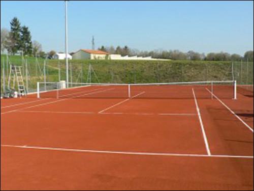 Revêtement dur, poreux et granuleux des courts de tennis :
