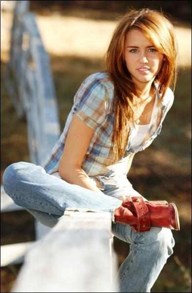 Dans Hannah Montana, Miley Cyrus aurait du s'appeller au début :