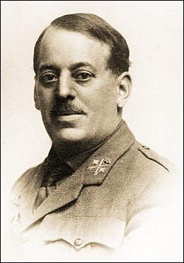 1936 > José Sanjurjo, général espagnol putschiste (17 et 18 juillet) > Rentrant en Espagne, il exige du pilote qu'il embarque [...quoi donc ?], trop lourde pour l'appareil. Inévitablement, le biplan s'écrase en bout de piste. Le pilote en réchappe, mais pas lui !