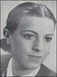 1939 > Sirkka Sari, 19 ans, actrice finlandaise > Se promenant la nuit sur les toits, lors d'une fête, elle décède ... (Complétez !)