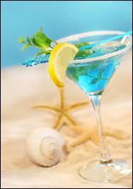 Quels sont les trois ingrédients qui compose le cocktail nommé Blue Lagoon ?