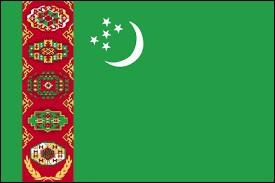 À quel pays d'Asie correspond ce drapeau à fond vert sur lequel se trouve une lune, cinq étoiles et d'une bande rouge verticale le long du mât qui porte cinq motifs de tapis au-dessus de deux rameaux d'olivier croisés ?