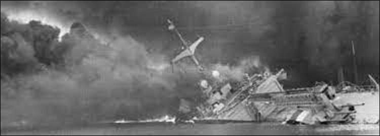 3 juillet 1940 : La marine britannique détruit les navires français mouillés à Mers el-Kébir, de peur qu'ils soient récupérés par les Allemands, suite à la signature de l'armistice par Pétain. L'opération fit 1 297 morts. Dans quel pays se situe cette commune portuaire ?
