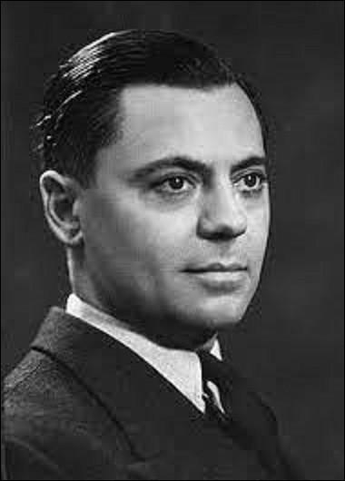 8 juillet 1943 : Jean Moulin meurt. Arrêté par la Gestapo près de Lyon, envoyé par Charles de Gaulle pour diriger le Conseil national de la Résistance et unifier celle-ci, il décède lors de son transfert en Allemagne des suites des tortures infligées par les hommes de Klaus Barbie. Avant la guerre, il fut préfet d'Eure-et-Loir de 1939 à 1940, et d'un autre département de 1937 à 1939, mais lequel ?
