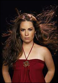 Holly Marie Combs est...