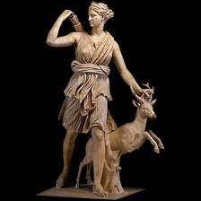 A : À quelle mythologie appartient la déesse Artémis ?