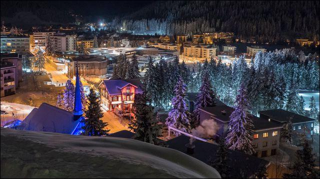 Quelle ville de Suisse est connue pour accueillir chaque année le forum économique mondial ?