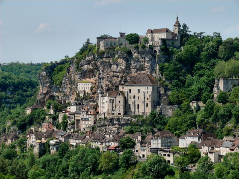 Dans quel département irez-vous pour visiter le village de Rocamadour ?