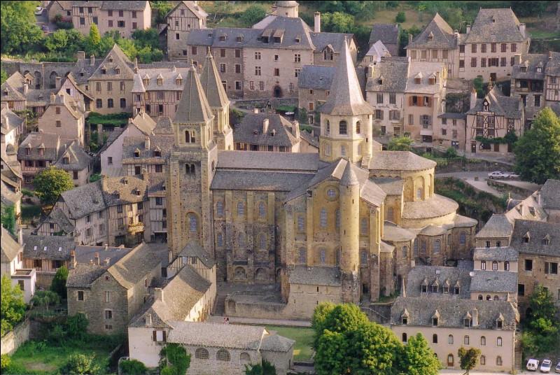 Où verrez-vous le village et l'abbaye de Conques ?