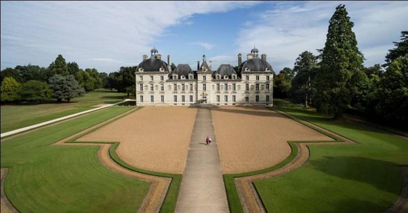 Dans quel département irez-vous pour visiter le château de Cheverny ?