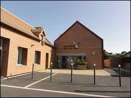 Commune des Pays-de-la-Loire, dans l'arrondissement de Mamers, Gesnes-le-Gandelin se situe dans le département ...