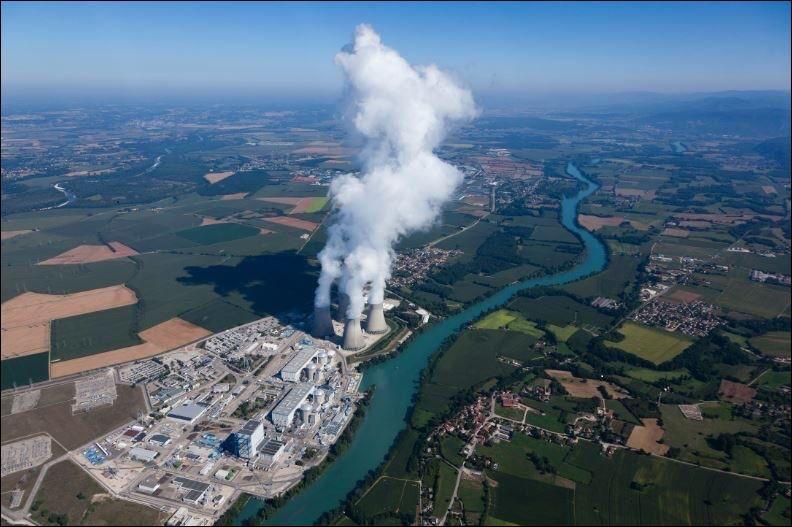 La source froide est associée aux fleuves à proximité des centrales.