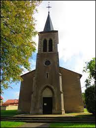 Nous sommes maintenant dans le Grand-Est, à Fossieux, devant l'église Sainte-Marguerite. Village de l'arrondissement de Sarrebourg-Château-Salins, il se trouve dans le département ...