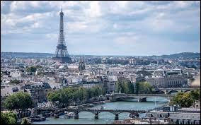 C'est la capitale de la France. C'est un centre mondial de la mode, de la gastronomie, de la culture et de l'art. C'est une ville très visitée qui contient de nombreux monuments célèbres tels que la Tour Eiffel, le Louvre, l'Arc de Triomphe et bien plus encore. De quelle ville s'agit-il ?