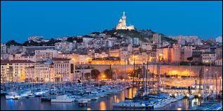 Cette ville se situe au sud-est de la France. Sa superficie est de 240,6 km². Sa fondation date de 600 avant J.-C. par les Grecs. Elle contient la cathédrale La Major, ainsi que le palais Longchamp. Savez-vous de quelle ville s'agit-il ?