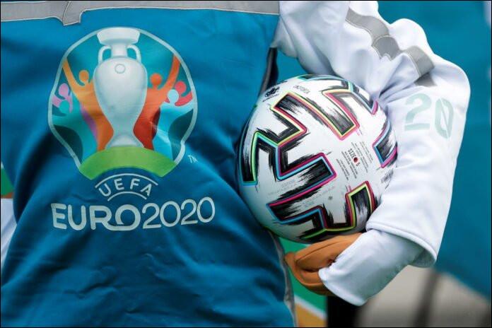 En quelle année l'UEFA a-t-elle abandonné le système d'élimination par matchs aller-retour ?
