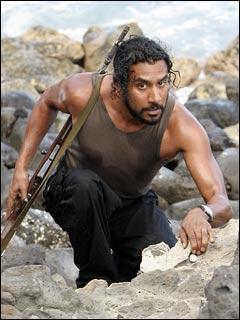 Pourquoi Sayid decide t-il de partir seul faire le tour de l'île ?