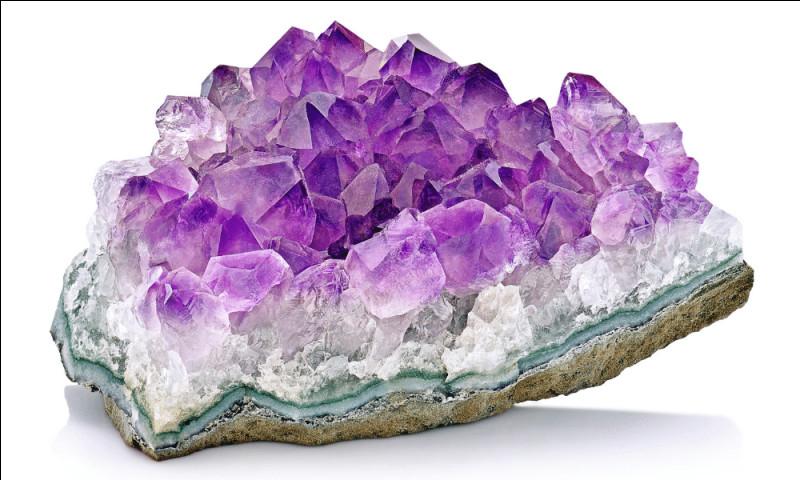 Et cette belle pierre violette bien connue, sans hésitation c'est...