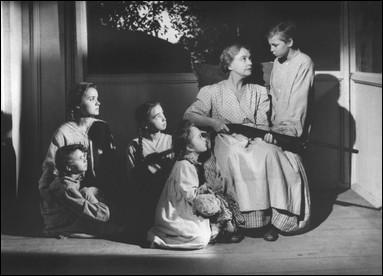 Quel est le titre de ce film de 1955 racontant l'histoire d'un prédateur spécialisé dans les épousailles de veuves pour les détrousser ?